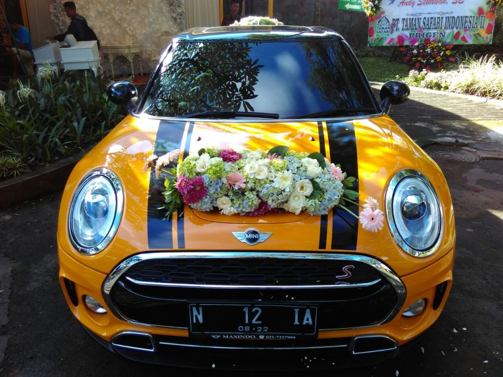 FLOWER WEDDING CAR